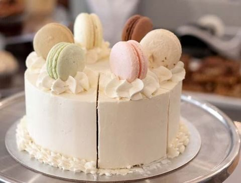 one-tier white wedding cake topped with macarons