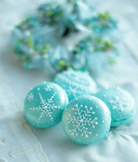 snowflake macarons are amazing for winter nuptials
