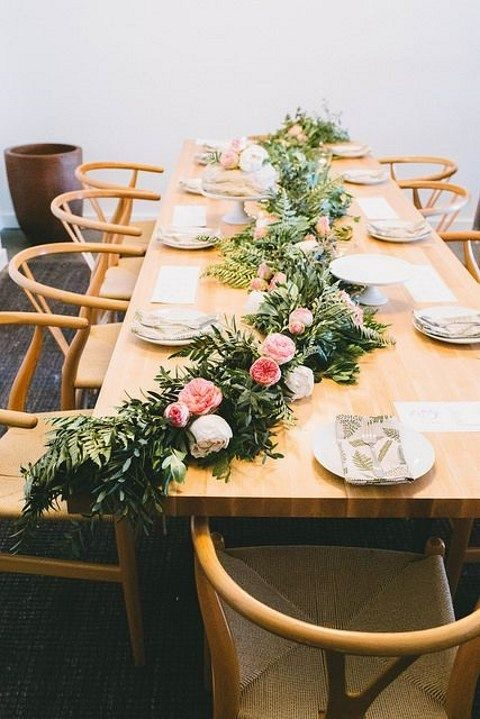 Table Runner With Leaves And Pink Flowers
