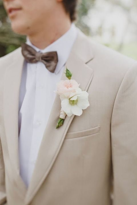 neutral groom's look with a white flower boutonniere