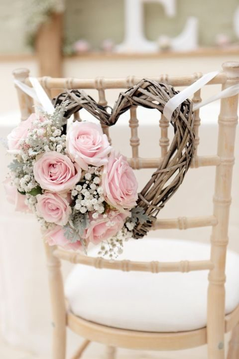 vine wreath with baby's breath and pink roses
