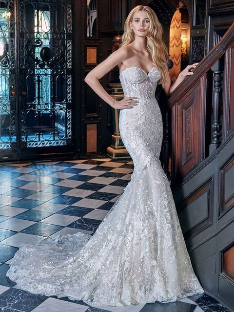 strapless lace sweetheart neckline mermaid wedding dress wwith a train