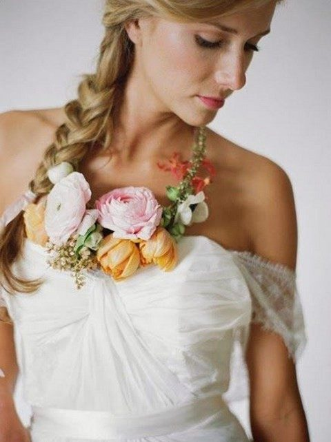 chic bloom necklace for the bride