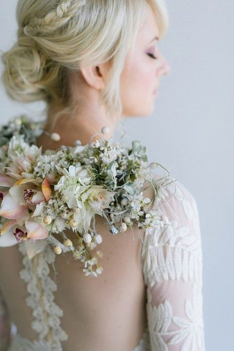 enchanting back flower necklace to highlight the back of the dress
