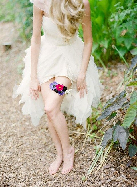 floral garter is an amazing alternative to a usual one