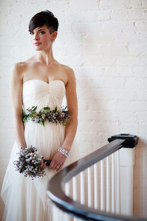 fresh flower sash that echoes with the bouquet