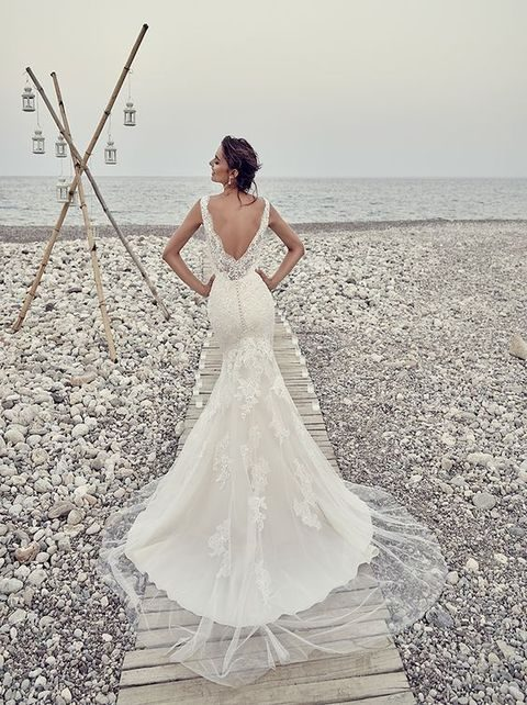 lace mermaid wedding dress with a lace and tulle skirt