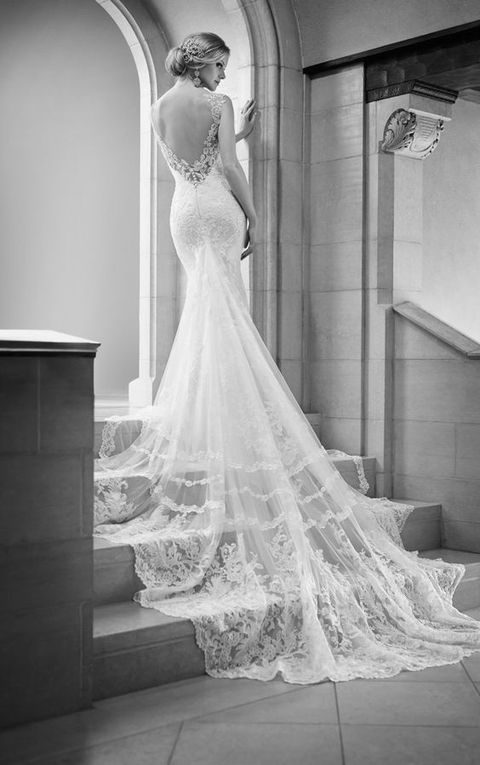 refined wedidng gown with a mermaid silhouette and a train
