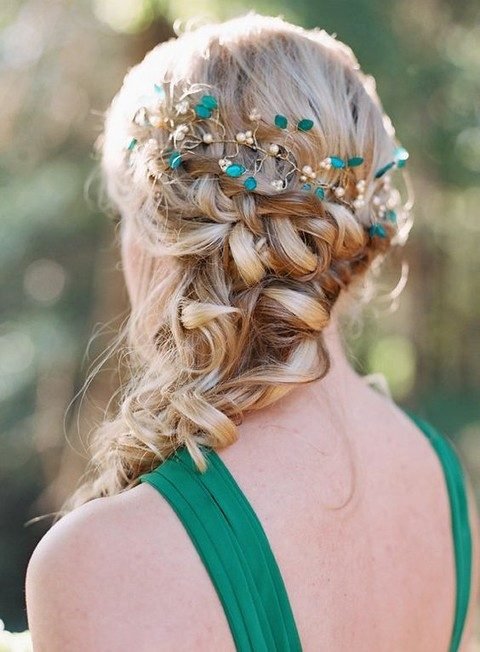 gold, pearl and green bead hair vine highlights the color of the dress