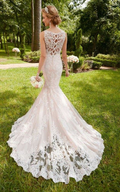 scalloped lace keyhole back wedding dress with pearl buttons on the back