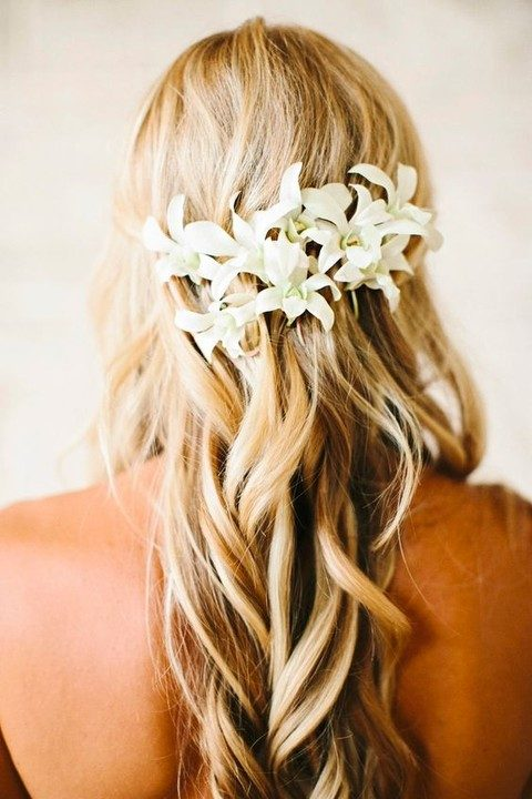 wavy loose hair with white tropical flowers