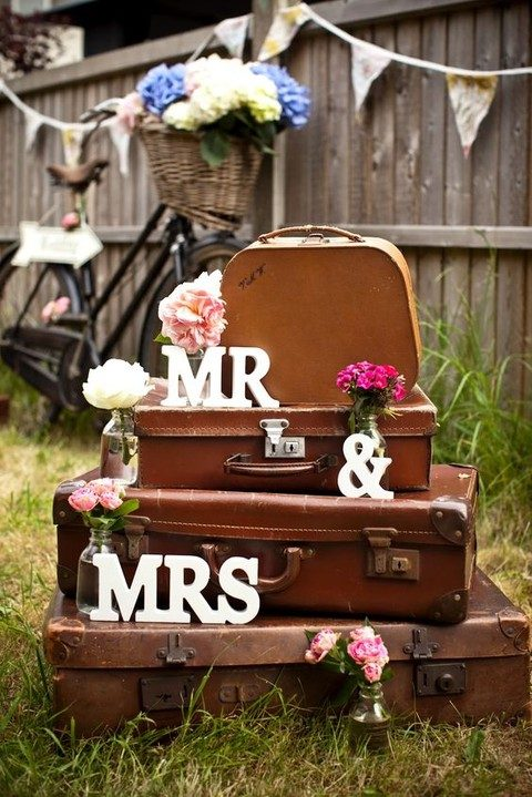 vintage leather suitcases for wedding decor