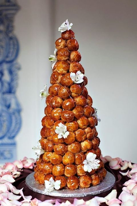 croquembouche with caramel and white lilies