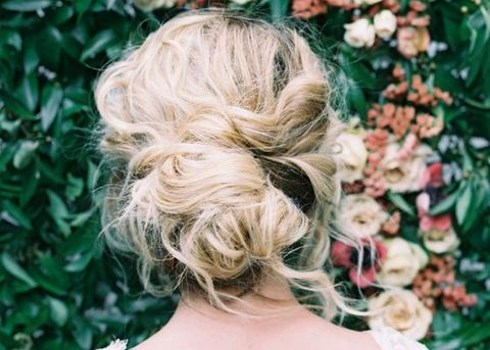 48 Messy Bridal Hair Ideas For Effortlessly Chic Brides