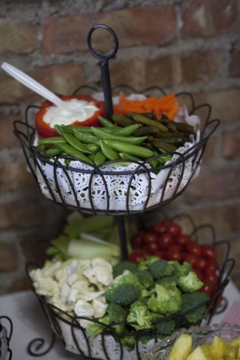vegetable display on paper doilies is a simple and cute idea