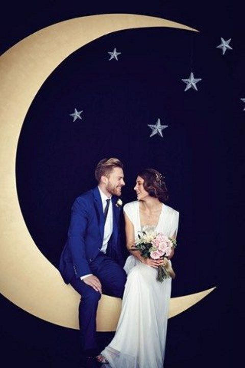 starry night wedding photo booth wit a large moon and stars