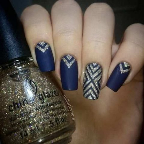 deep blue nails with champagne glitter patterns