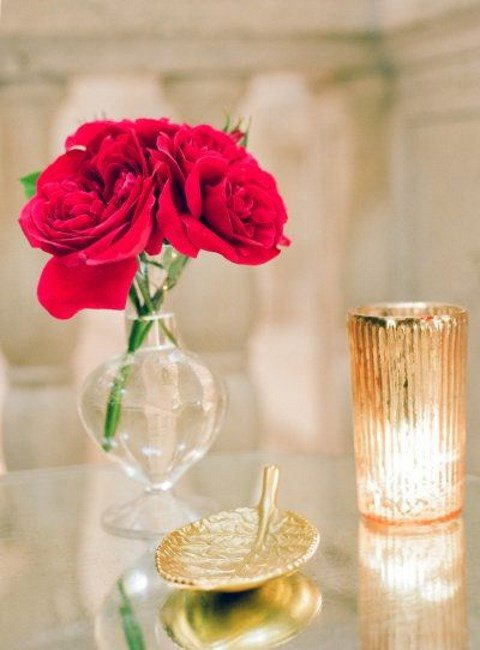 gilded accessoried and red roses for an elegant wedding