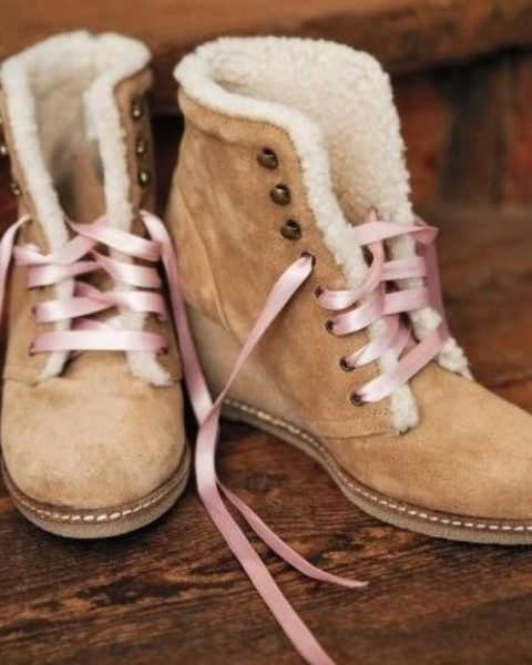 tan suede wedding boots with faux fur and pink laces