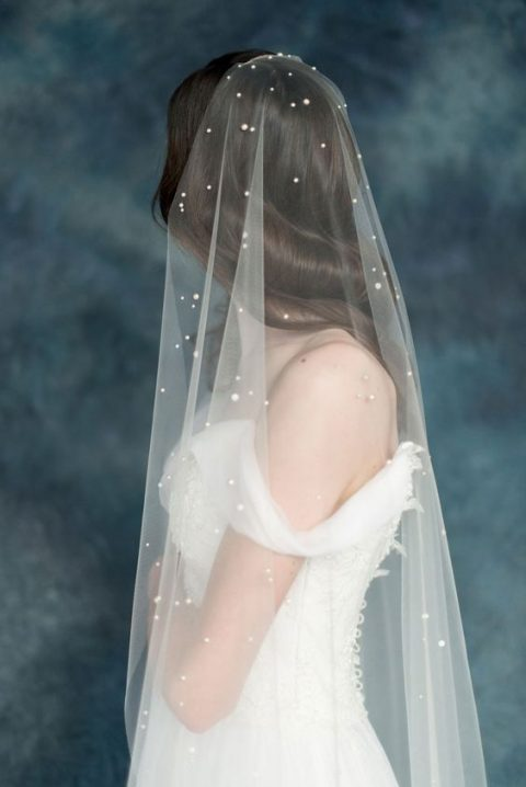 a pearly veil for a romantic bride