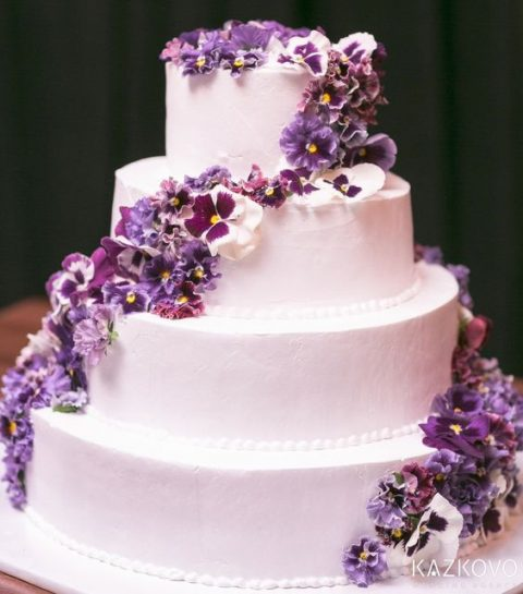 Pantones 2018 color 30 ultra violet wedding ideas happywedd a white wedding cake with violet blooms looks chic and gorgeous junglespirit Images