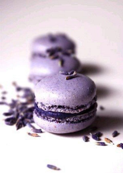 ultra violet macarons with lavender