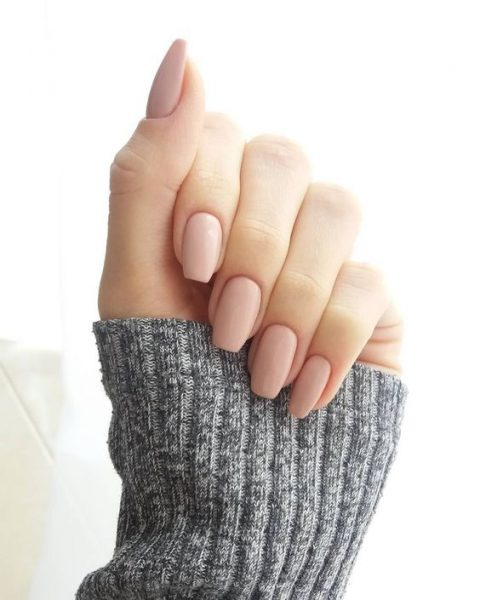 nude nails are ideal for any spring wedding