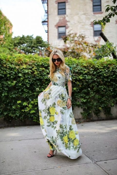 a maxi dress with yellow and green floral print and short sleeves, blakc heels