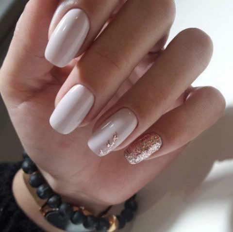 creamy nails with a touch of gold glitter
