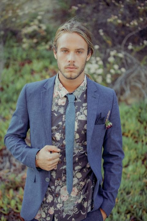 a grey suit, a moody floral shirt, a grey tie for a relaxed and catchy boho look