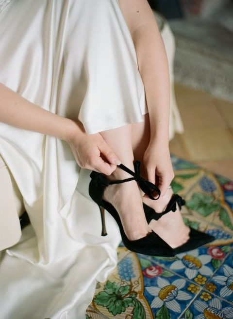 chic black velvet wedding heels with little bows to add gorgeousness and elegance to your outfit
