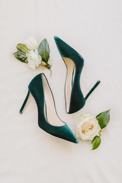 emerald green velvet heels are a chic and bold idea for a fall bride