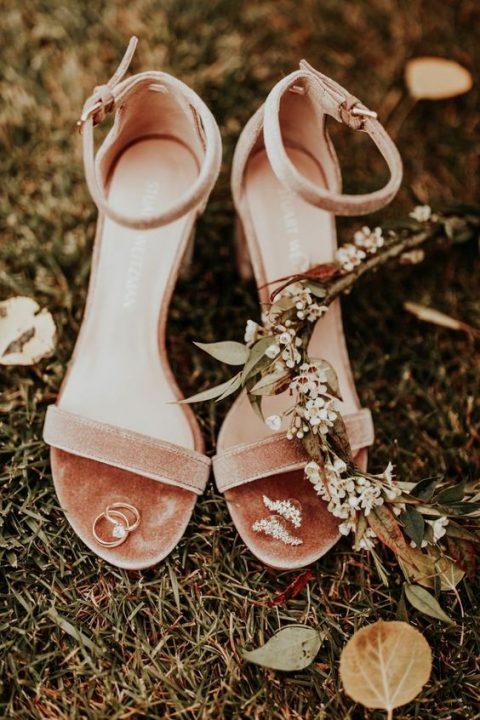 peach velvet bridal shoes are a great choice for a fall wedding