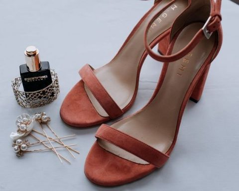 rust-colored suede bridal shoes to highlight the rich seasonal color palette