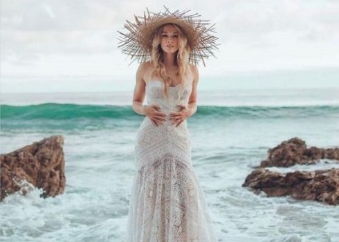 26 Beach Wedding Dresses That Wow