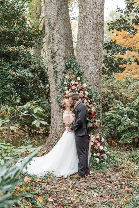use a living tree as an altar decorating it with blooms and greenery