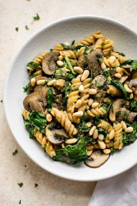 healthy vegan spinach and mushroom pasta