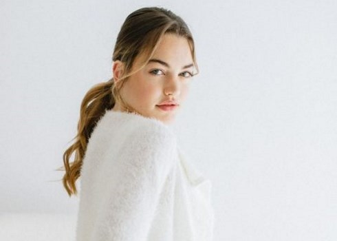 20 Chic And Comfy Bridal Looks With Sweaters