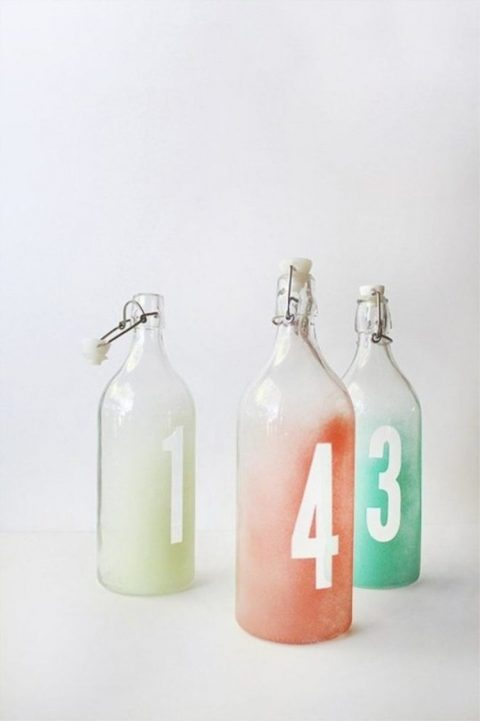 Korken glass bottles are used to make trendy ombre table numbers, which can be also used for blooms
