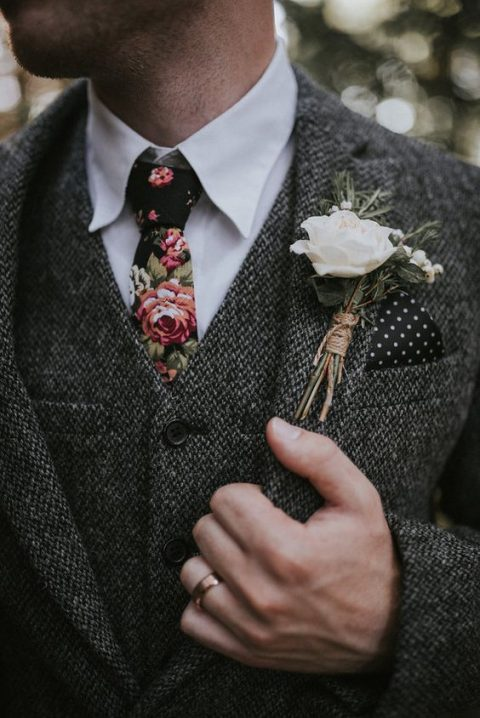 a classic grey tweed three-piece suit and a trendy floral tie for a gorgeous groom_s look