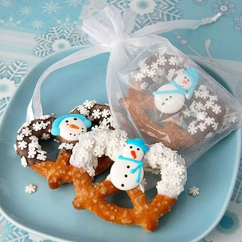 snowman pretzels will excite everyone, both kids and adults, you may DIY them