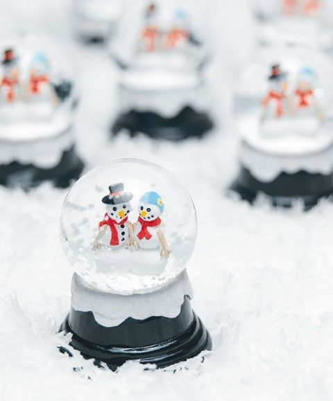 traditional snowglobes with snowmen is a great and fun idea