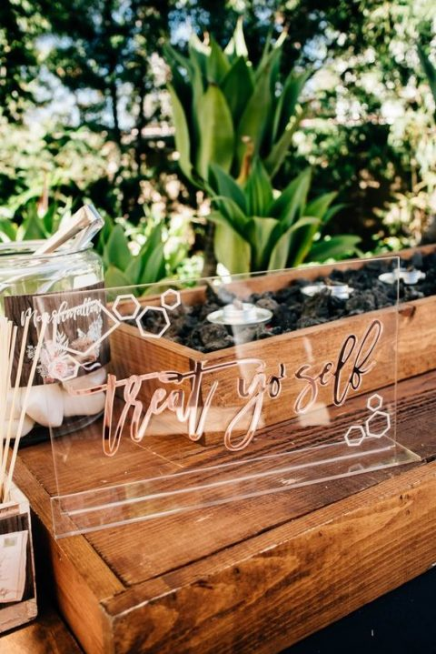 modern acrylic signs are great for your dessert table