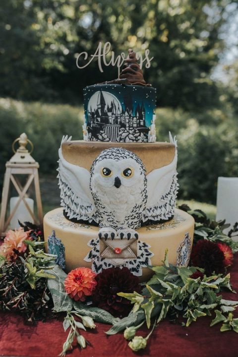 a fantastic HarryPotter inspired wedding cake with lots of details