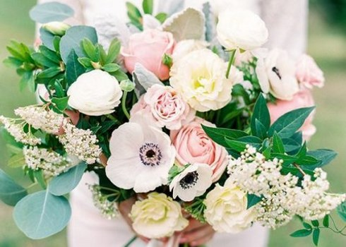 25 Beautiful Spring Wedding Bouquets