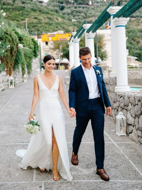 a deep V cut and a front slit make the skin breathe in this wedding dress