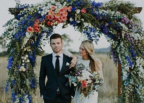 27 Lush Floral Wedding Arches That Impress