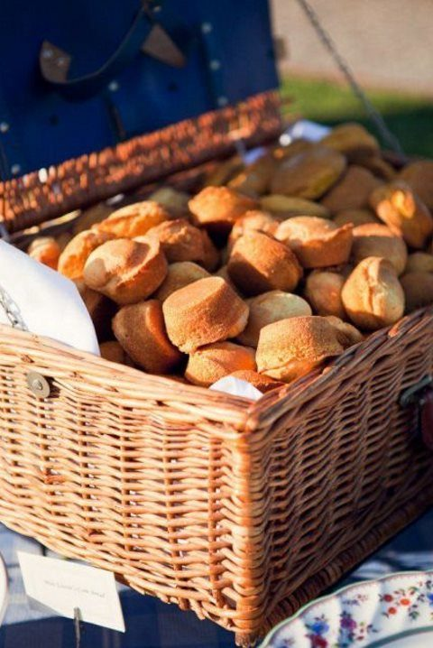 baskets with buns and bakery are a good idea for any rustic celebration