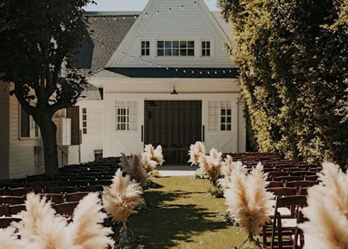 36 Ways To Incorporate Pampas Grass Into Your Wedding Decor