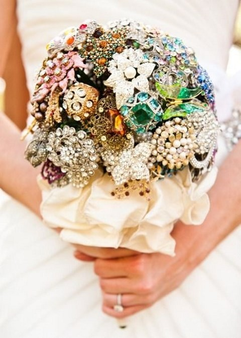 95 Brooch Wedding Bouquets That Will Strike You